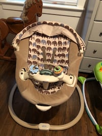 baby's brown and white bouncer Stockton, 95207