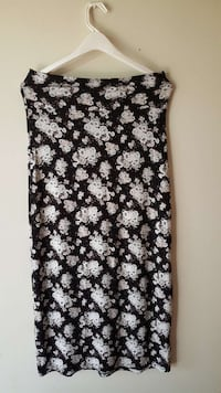 white and black floral maxi skirt size L