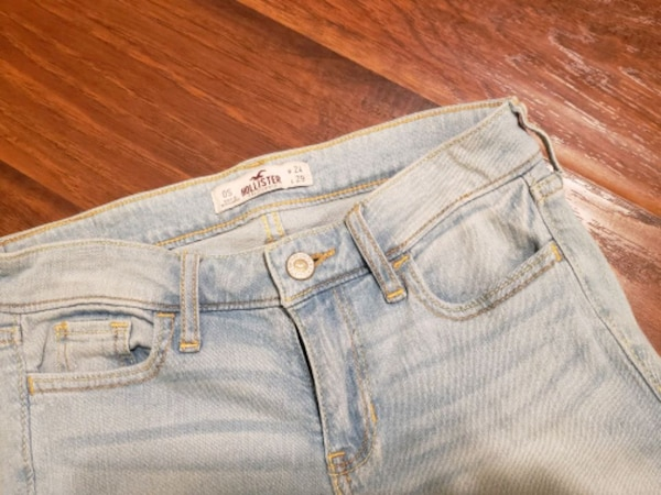 Hollister Light Washed Skinny Jeans  509d3c0d-cb0f-4ff8-8507-c90c29e1887a