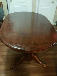 round brown wooden pedestal table Toronto, M9M 2T4