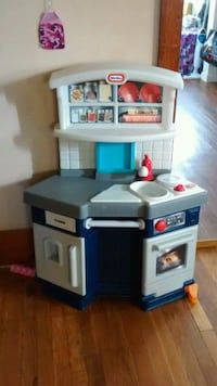 Childs kitchen