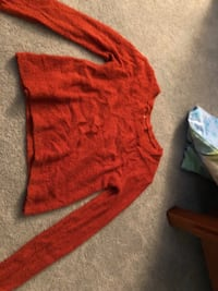 Red and white long-sleeved shirt Glen Allen, 23059
