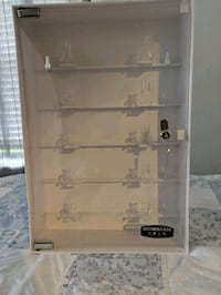 Sunglasses display case with lock ans keys  Sioux Falls, 57110