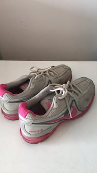 pair of gray-and-pink running shoes Hamilton, L9B