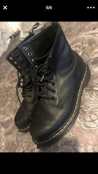 Pair of black leather boots Long Beach, 90805