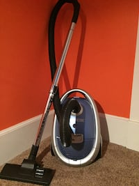 Oreck Quest Compact Canister Vacuum Vienna