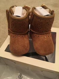 Uggs infant Sz 0/1 Greenbelt, 20770