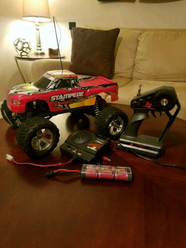 Traxxas Stampede 2wd 1/10 scale RC truck 046e8d28-28b1-4c06-999c-8303009c4512