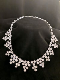 *NWT* White Jeweled Bib Style Necklace Leesburg, 20176