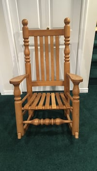 Solid wood rocking chair Central Okanagan, V4T 2L9