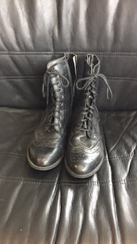 pair of black leather boots Ottawa, K1P