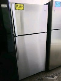 Whirlpool top and bottom frige working perfectly Baltimore, 21223