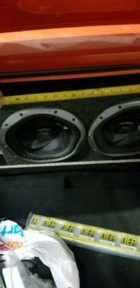 2x12 sony explode subs with box 1300watts each