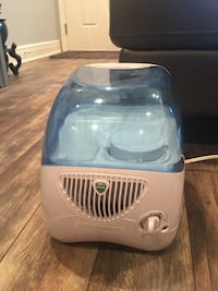 white and blue Vicks humidifier Kenner, 70065