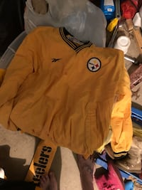 yellow and black Nike long-sleeved shirt Leetonia, 44431