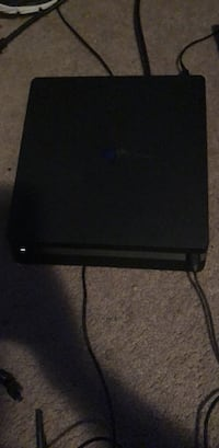 PS4  with controller  Dunn, 28334