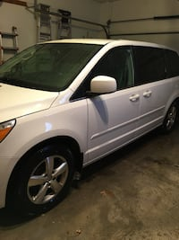 Volkswagen - Routan - 2010 REDUCED to $5000 Willoughby, 44094