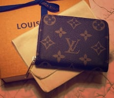 Authentic Louis Vuitton Zippy Coin Purse  M60067