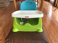 baby's green and white Fisher-Price highchair Chantilly, 20151