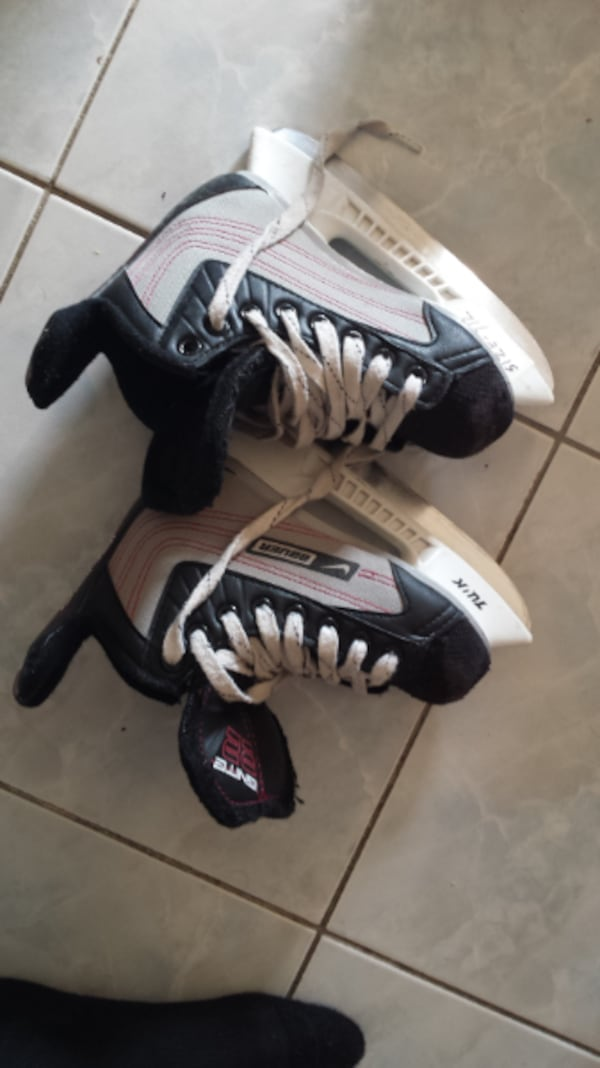 skates\helmets for 15-25$ each great condition and good brands 96a1ee74-81a3-46e1-845a-4bc30acc1d29
