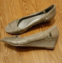 gray shoes size 8.5 Burnaby, V3N 4Y3