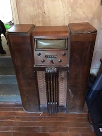 Vintage Radio - needs tlc Richmond Hill, L4C 3Y4