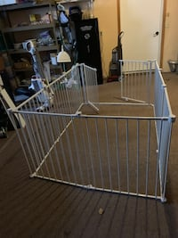 Play pen with walk in Gate