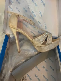 Gold and silver glitter heels  Los Angeles, 91604