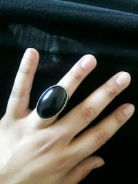 silver-colored ring with black gemstone Vaughan, L4H