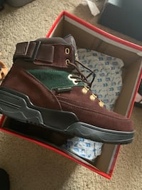 pair of brown leather boots in box New Carrollton, 20784