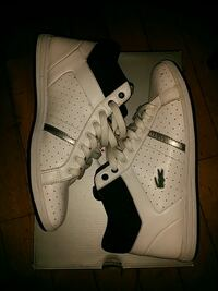 Lacoste sneakers size 9