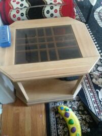 2 end table like new