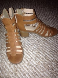 Tan leather back zip Gladiator sandals Worn once Size 7
