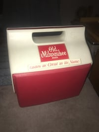 Vintage Old Milwaukee Beer Red White Igloo Hand Held Cooler Alcohol