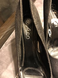 Shoes size (40) color shiny black Mississauga, L5E 1G3