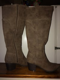Never worn! Women's boots size 5.5 Toronto, M4S 2M6