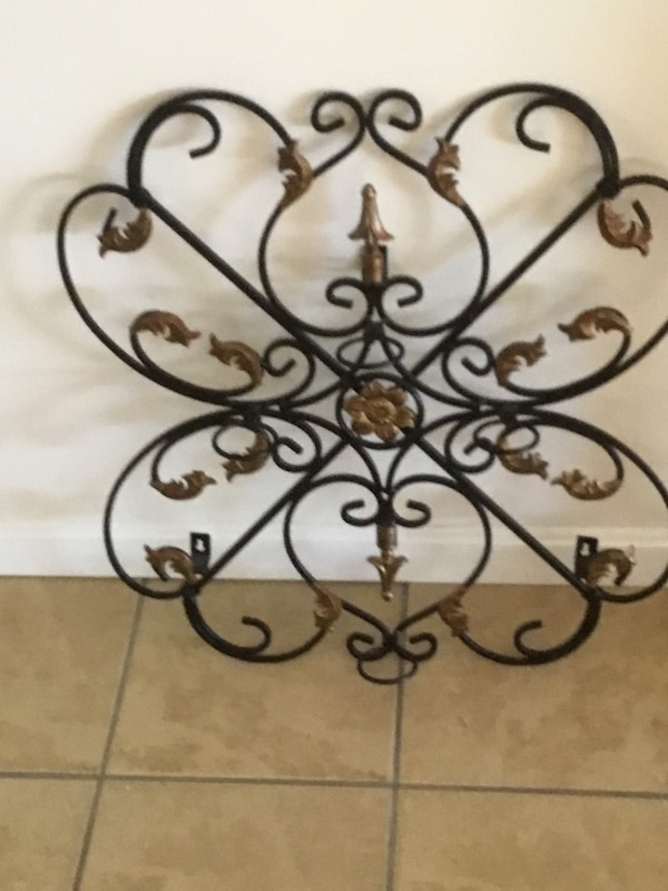 Wrought iron wall candle holder 45a52d2e-9827-4b36-85f5-afcdc9ef4c4f