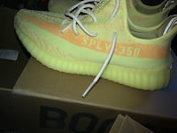 unpaired green Adidas Yeezy Boost 350 V2 Charles Town, 25414