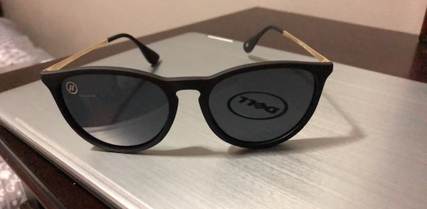 4affdaa8720fb Used BLENDERS UNIVERSITY HEIGHTS SUNGLASSES for sale in Chicago - letgo