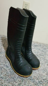 pair of black rubber round-toe knee-high boots Coquitlam, V3K 3W3