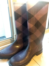 Burberry Purple rainboots - size 40 Vancouver, V6P 2E3