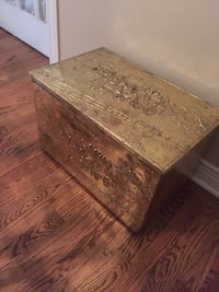 Gorgeous vintage brass adorned storage chest with horses and sleigh scenery Ottawa, K1H 6G8