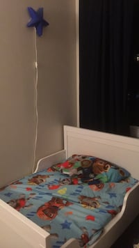 Kids bed Very new not used a lot, comes with an extension and the mattress  Montréal