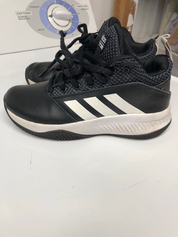 f8c84530618f01 Used Adidas boys size 2 shoes for sale in Toledo - letgo