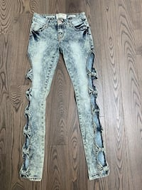 Bow-tie jeans acid wash Oakville, L6K 1S2
