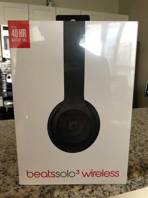New Beats Solo 3 headphones  7ea981ea-ba27-4fc0-b228-80829e16772e