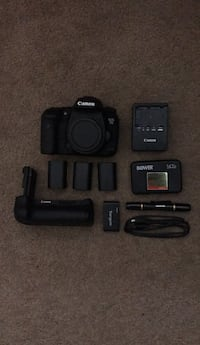 Canon 7D Mark 2 w/ accessories 2057 mi