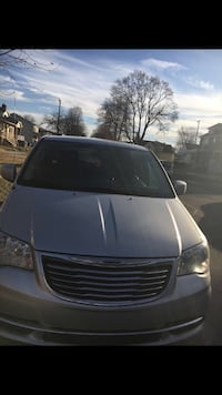 Chrysler - Town and Country - 2012 Dearborn, 48126