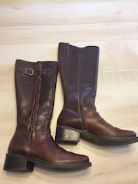 pair of brown leather boots Gaithersburg, 20879