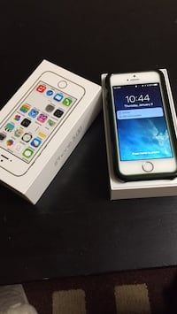 Gold iphone 5s with case 16GB Mississauga, L5V 1Y1